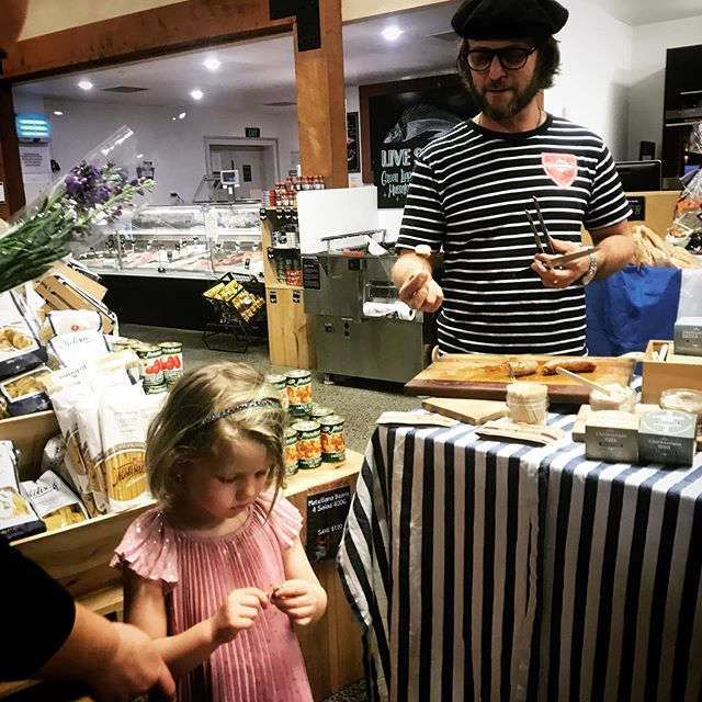 @mister_sausage trying to win fans @farrofresh French day.  Wade and Lisa at Grey Lynn and big Philippe at constellation till 2pm. à bientôt!