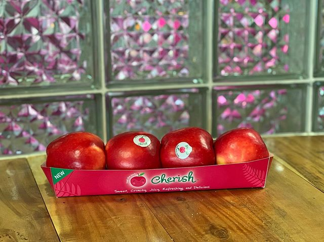 Cherish™️ Apple fruit is not only getting a new logo, a new slogan - Feel the love - but also an brand new eco-friendly packaging with its cardboard retail tray pack! . Soon available in your supermarkets in Thailand, Singapore and Malaysia. . . . #cherishapplefruit #feelthelove #newpackaging #cardboard #ecofriendly #premium #quality #passion #apples #newzealand #goldenbayfruit #oneofakind