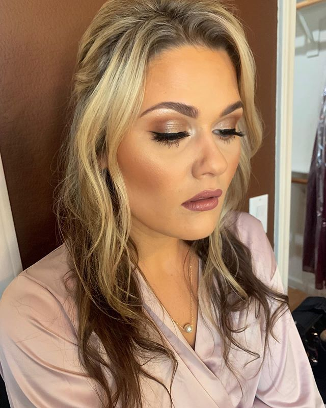 Can't. Stop. Staring. 😍 Had the BEST TIME glamming this VS angel yesterday! Book us for your next event! . . . . Link in Bio❤️