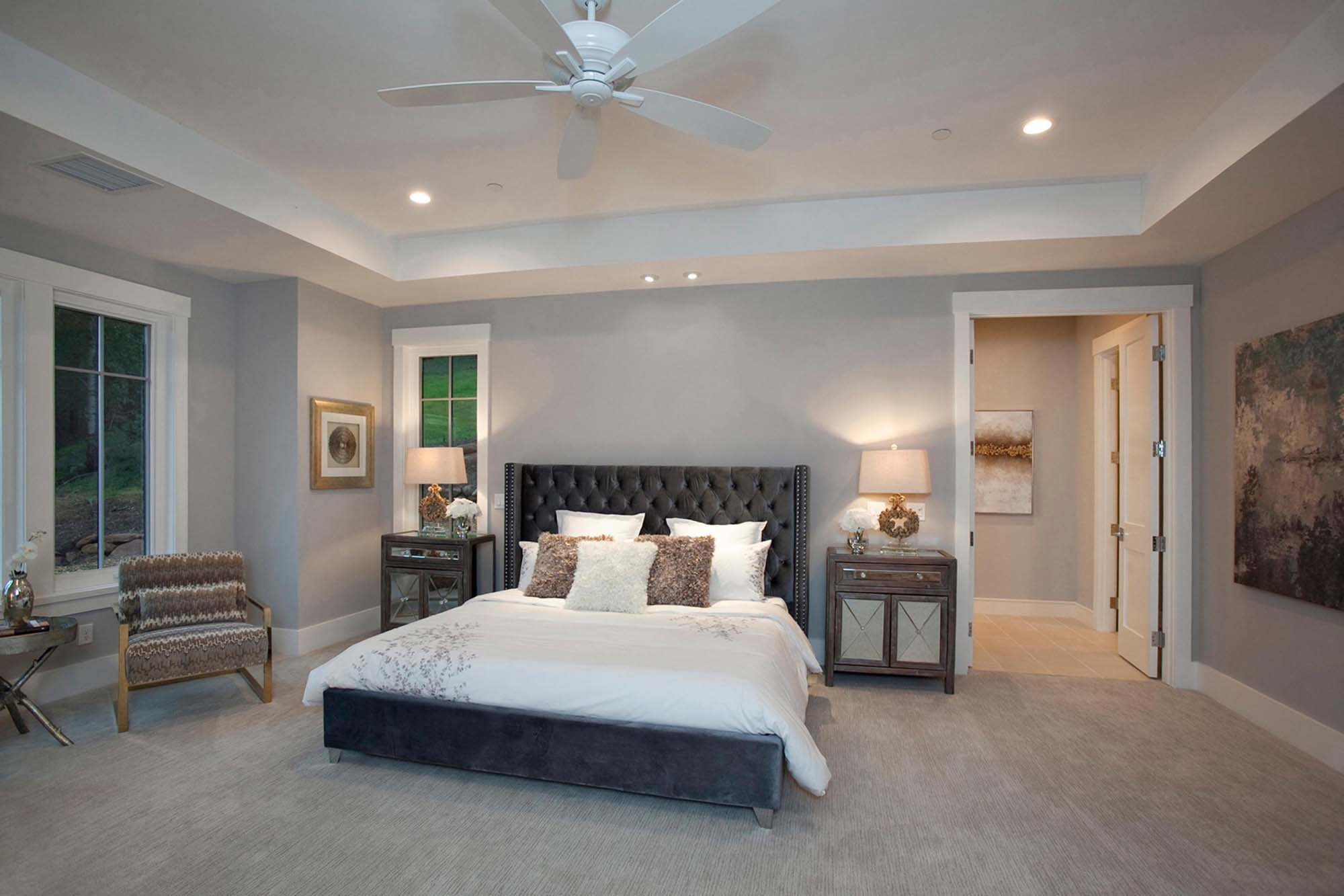 Elegant bedroom with traditional look furniture and two lamp