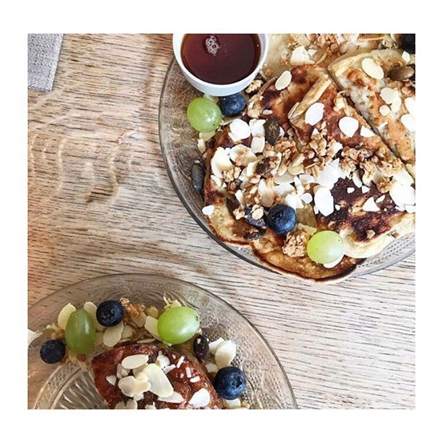 Demain, c'est brunch 😍 #bestpancakes #BananaLove #healthyeating #Goodeating #Gisou #BrunchParis #BrunchMontmartre 🚩🌼