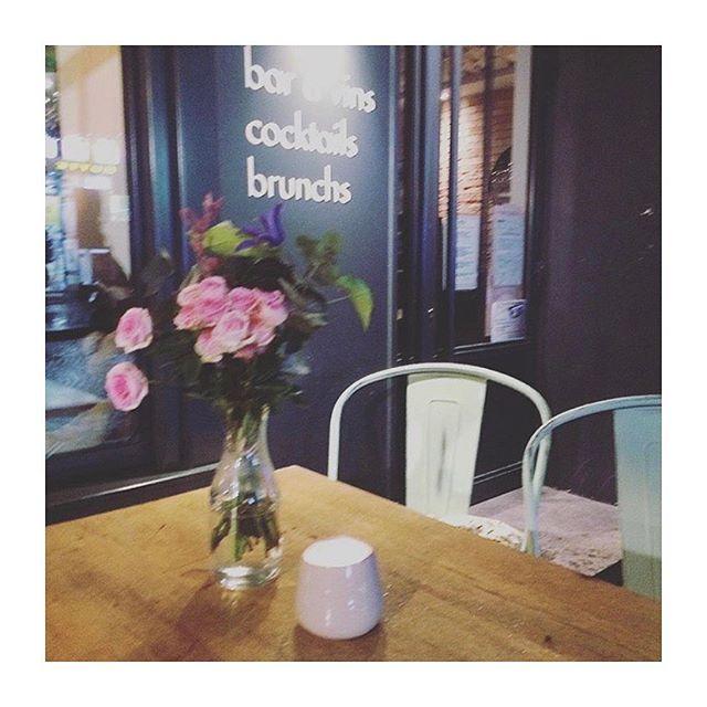 Fuzzy Friday #Gisou #Gigi #Montmartre #Baravins #baracocktails #Vinsmontmartre #Fleurs #Greenspace / repost @lavilladeco ❤️❤️🌼