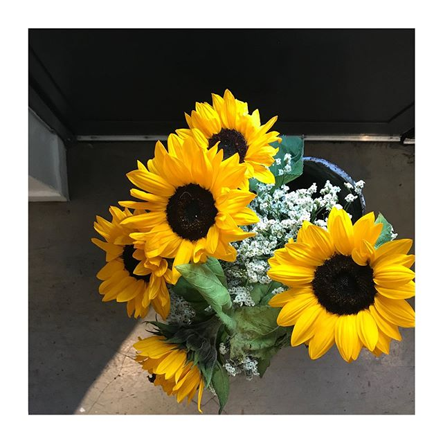 Flowers 🌼 #Gisou #Gigi #Gisoumontmartre #Montmartre #Baravins #Baracocktails
