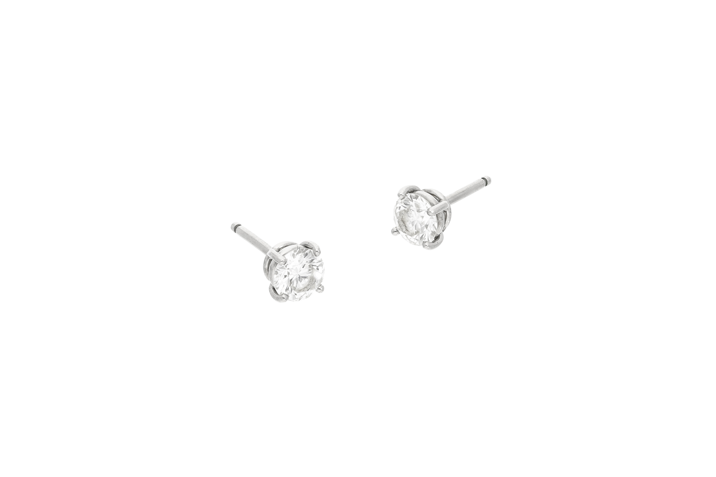 Diamond_stud_earrings_2.jpg