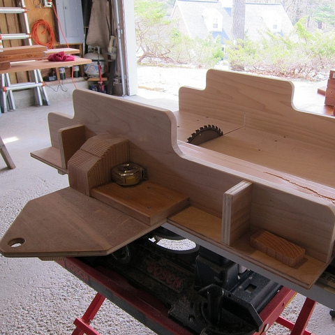 Woodworking Production Jigs: John Hecker's Tips and Techiques for the Table Saw - Learn more...