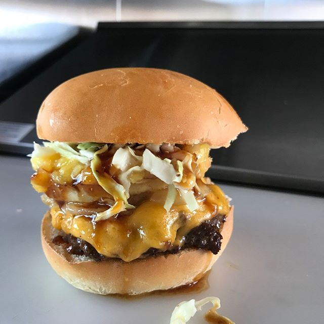 🍍ALOHA! 🍍 drop by for lunch and/or dinner @ Peavy Mart parking lot today from 11am-2pm & 5pm-7pm 🌈  fresh alberta beef patty, caramelized onion, grilled pineapple, mango-pineapple salsa, coleslaw, teriyaki sauce.  We also have grilled cheese and ice cream sandwiches on the menu!  #disdinerca #albertabeef #goodburgers #goodtimes #grilledcheeseheaven