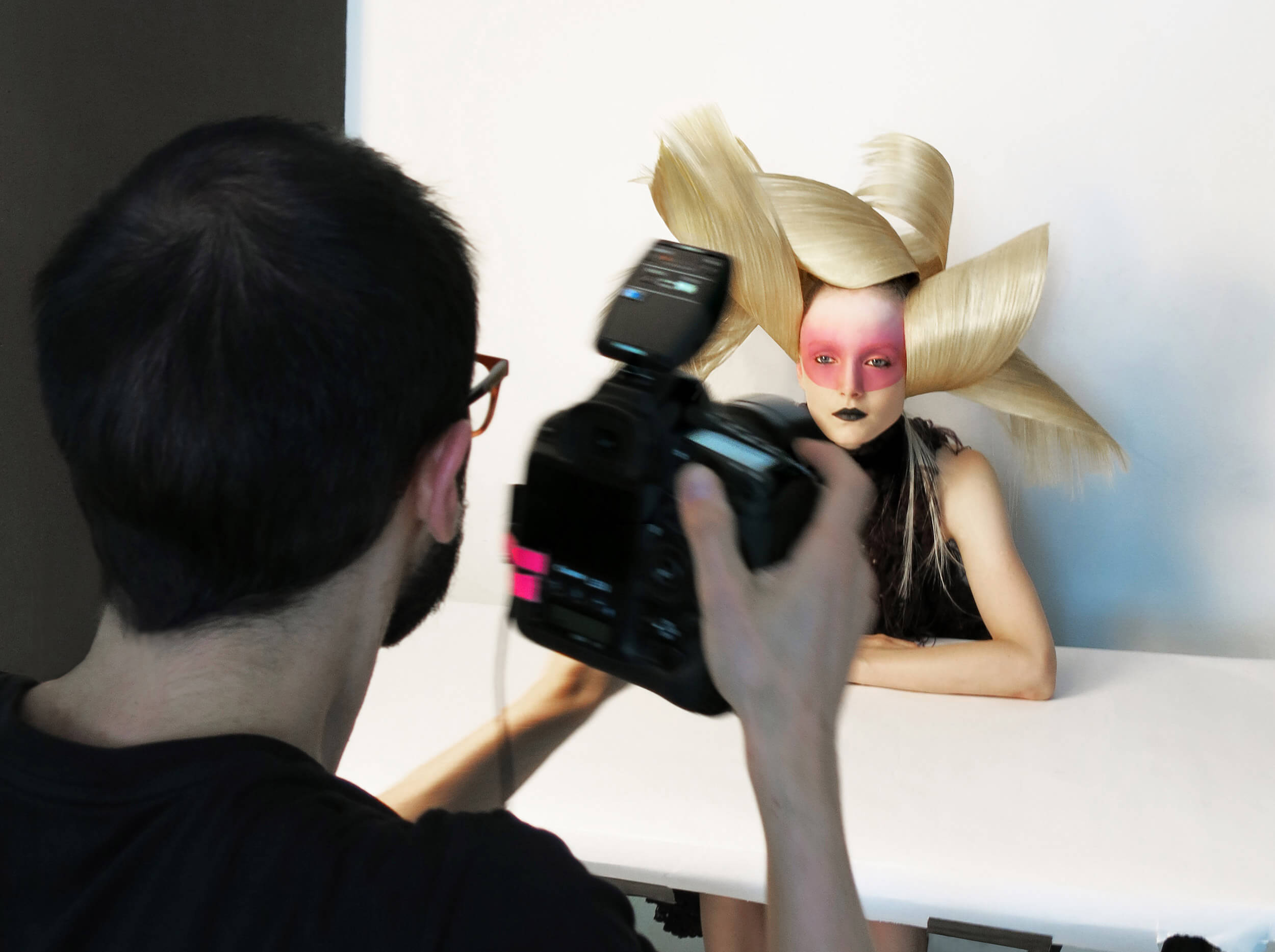 echos-coiffure-magazine-backstage-vogue-01.jpg