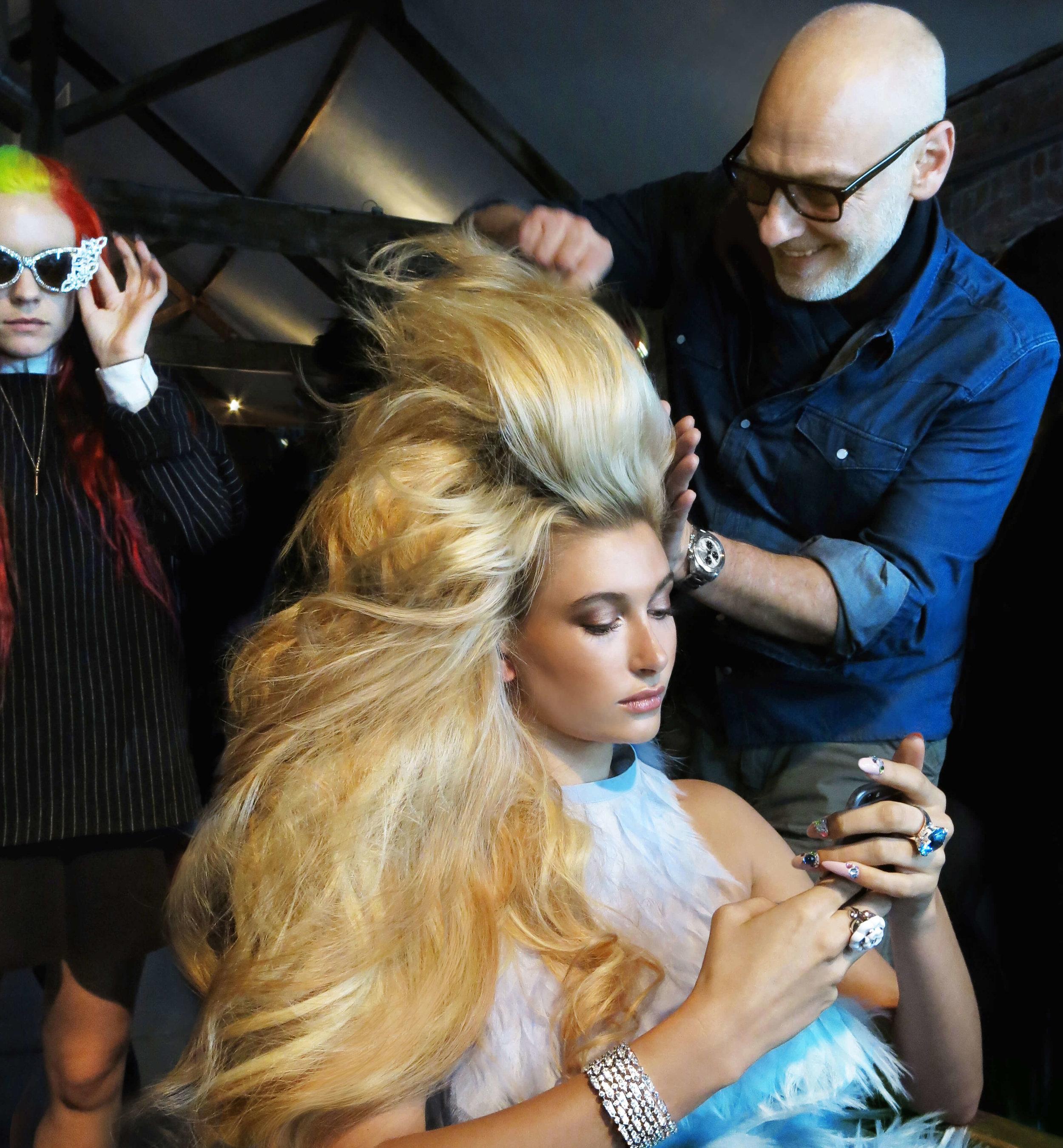 echos-coiffure-magazine-backstage-wonderland-hailey-bieber-05.jpg