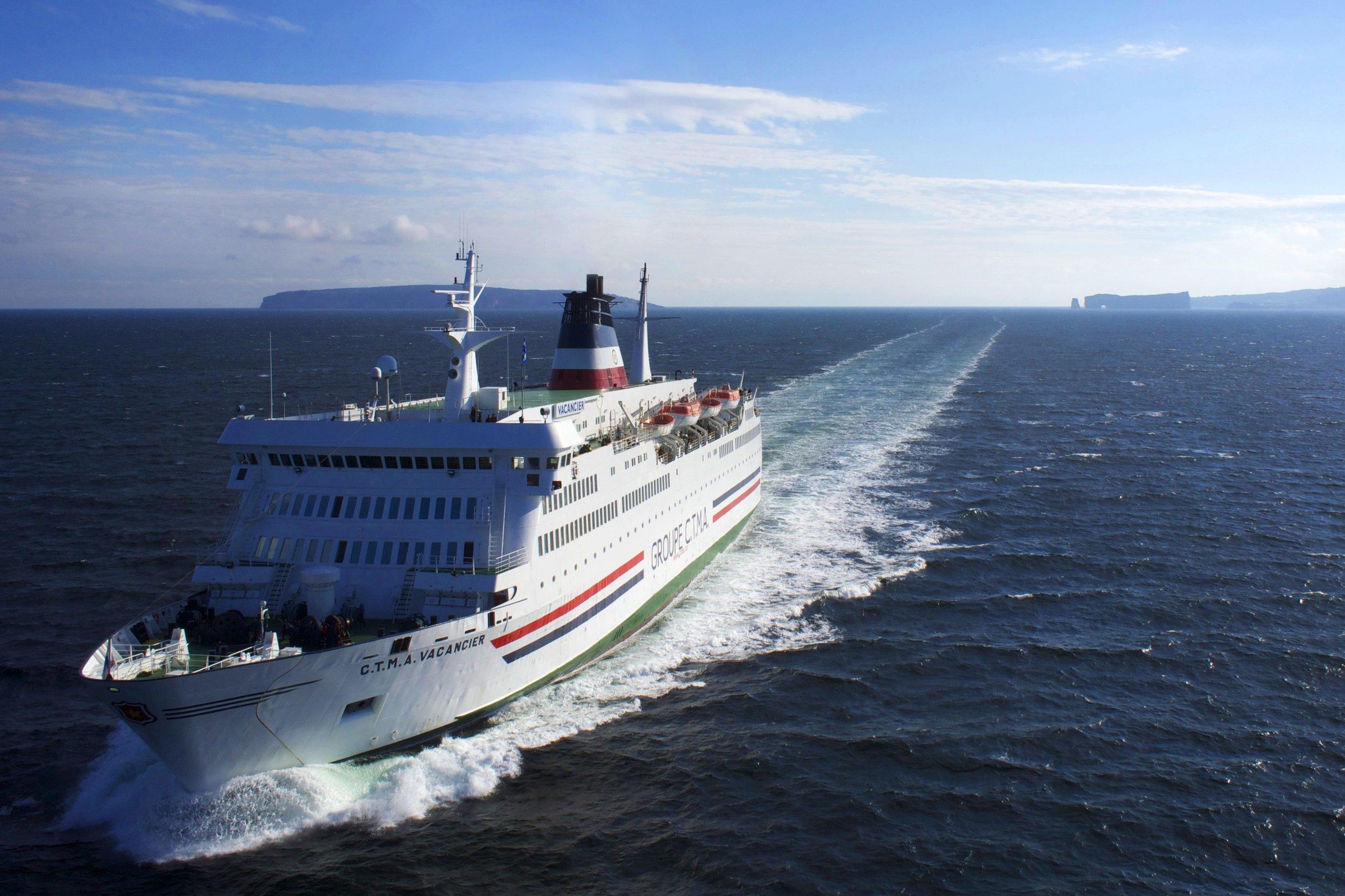 Navire Rocher Percé.jpg