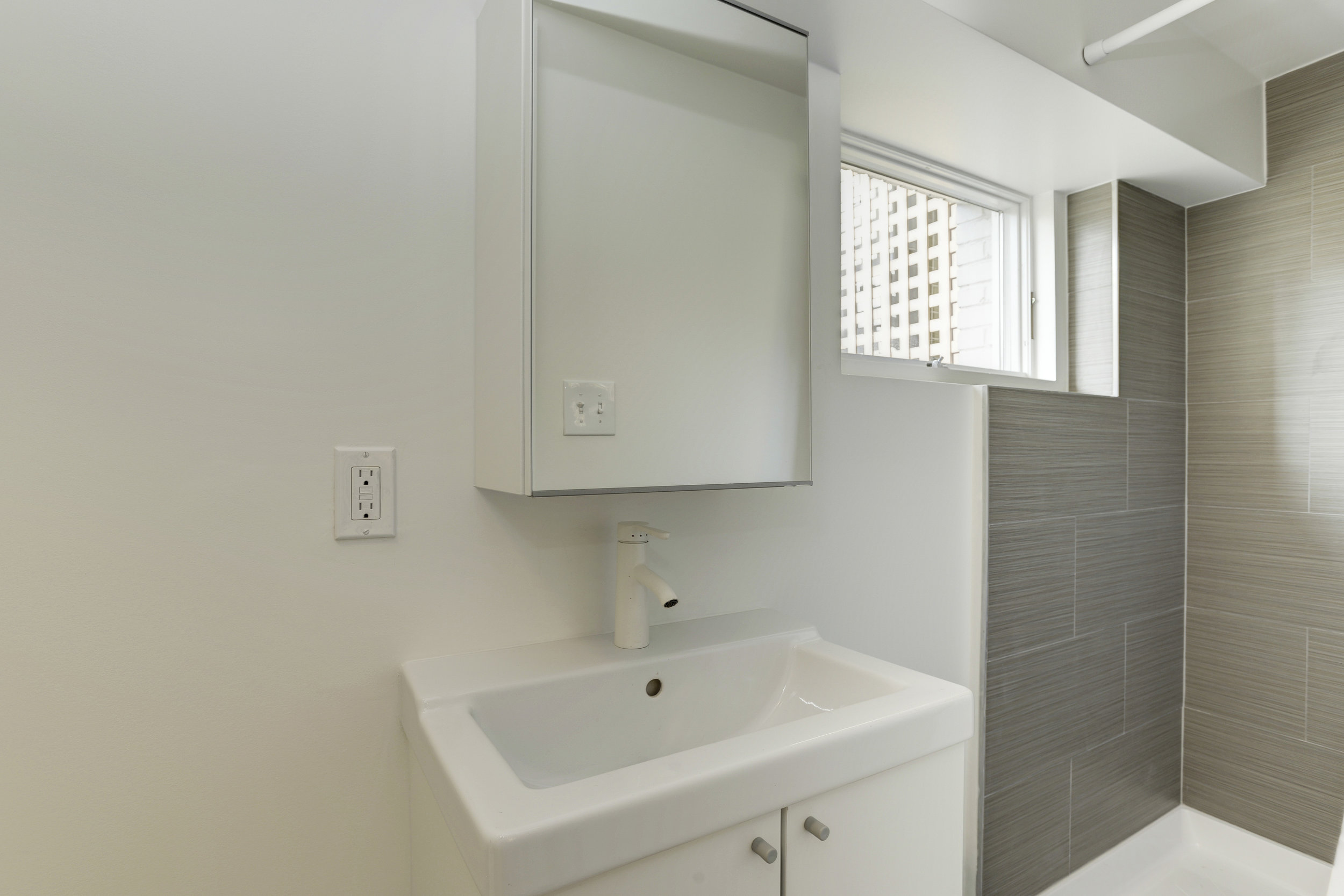Basement Bathroom 2.jpg
