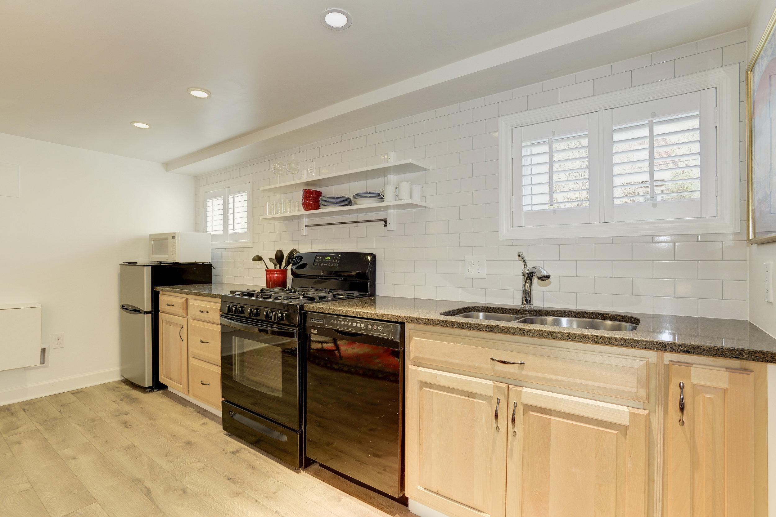 Basement Kitchen 1 .jpg