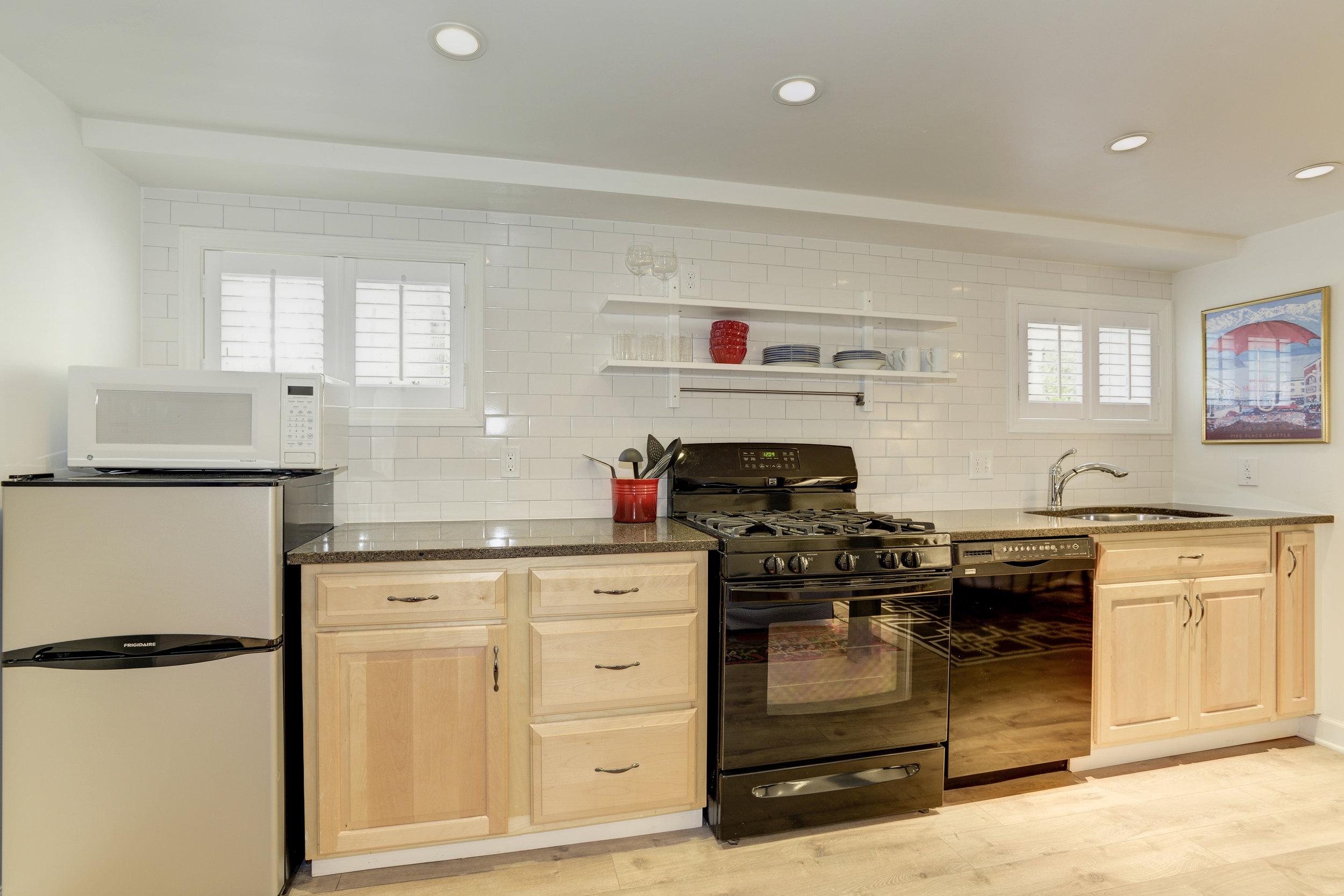 Basement Kitchen 2.jpg