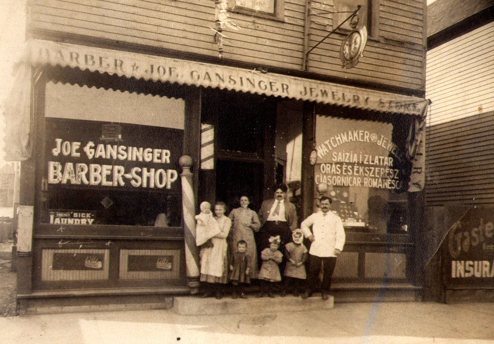 Gansinger store in Harbor.JPG