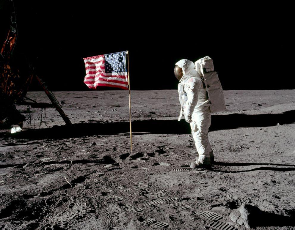man-moon-flag-rt-jt-190717_hpEmbed_9x7_992.jpg