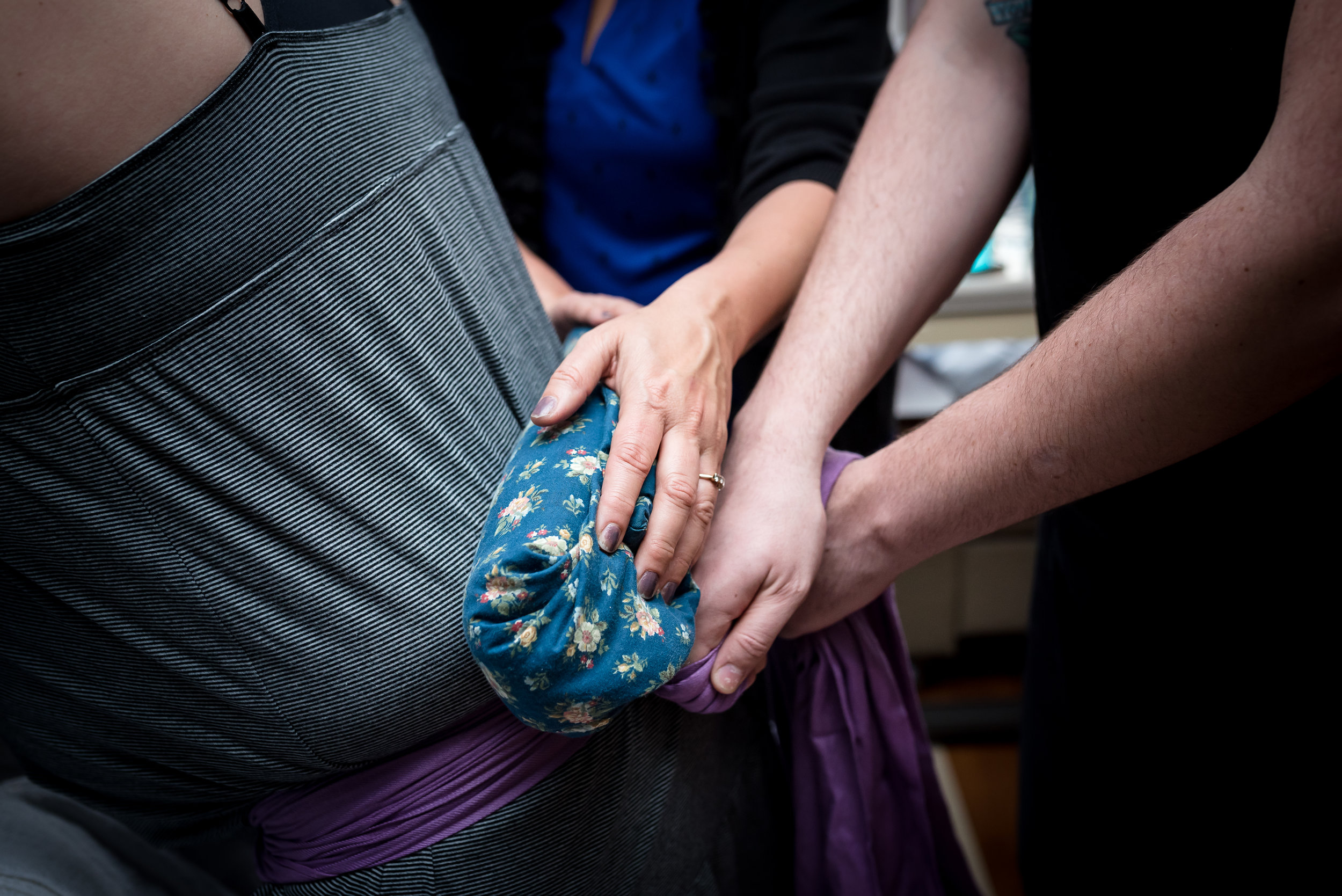 Using Rebozo and heat pack in birth with doula