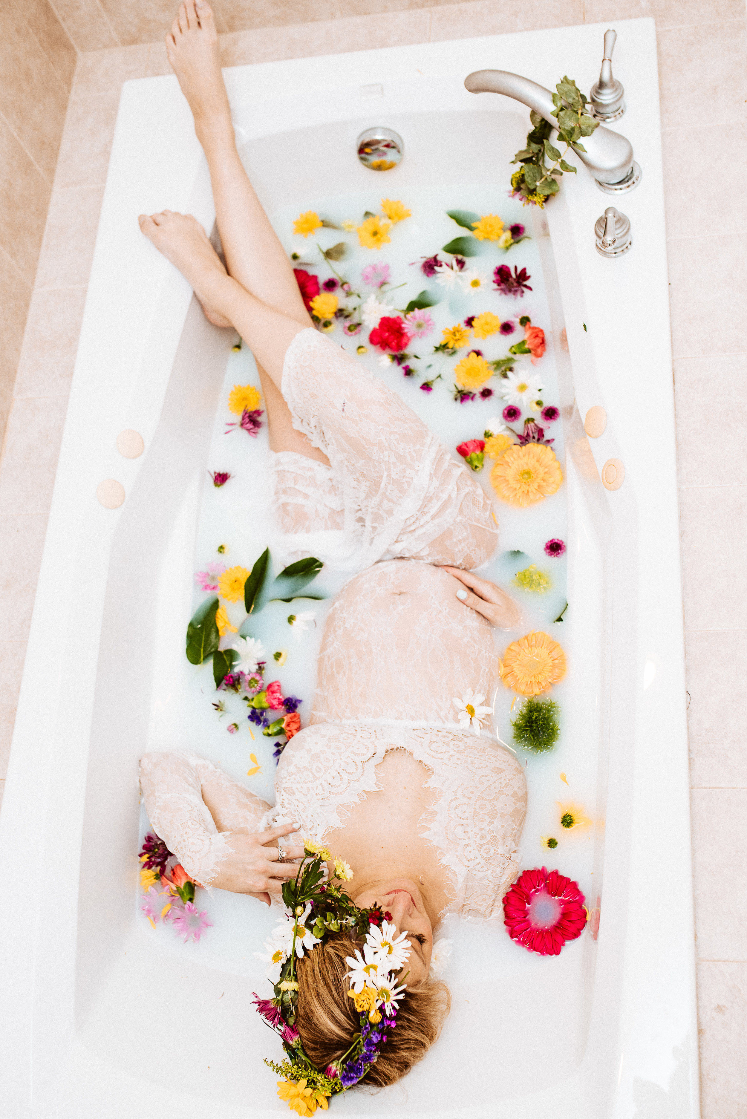 maternity session in bath tub pittsburgh