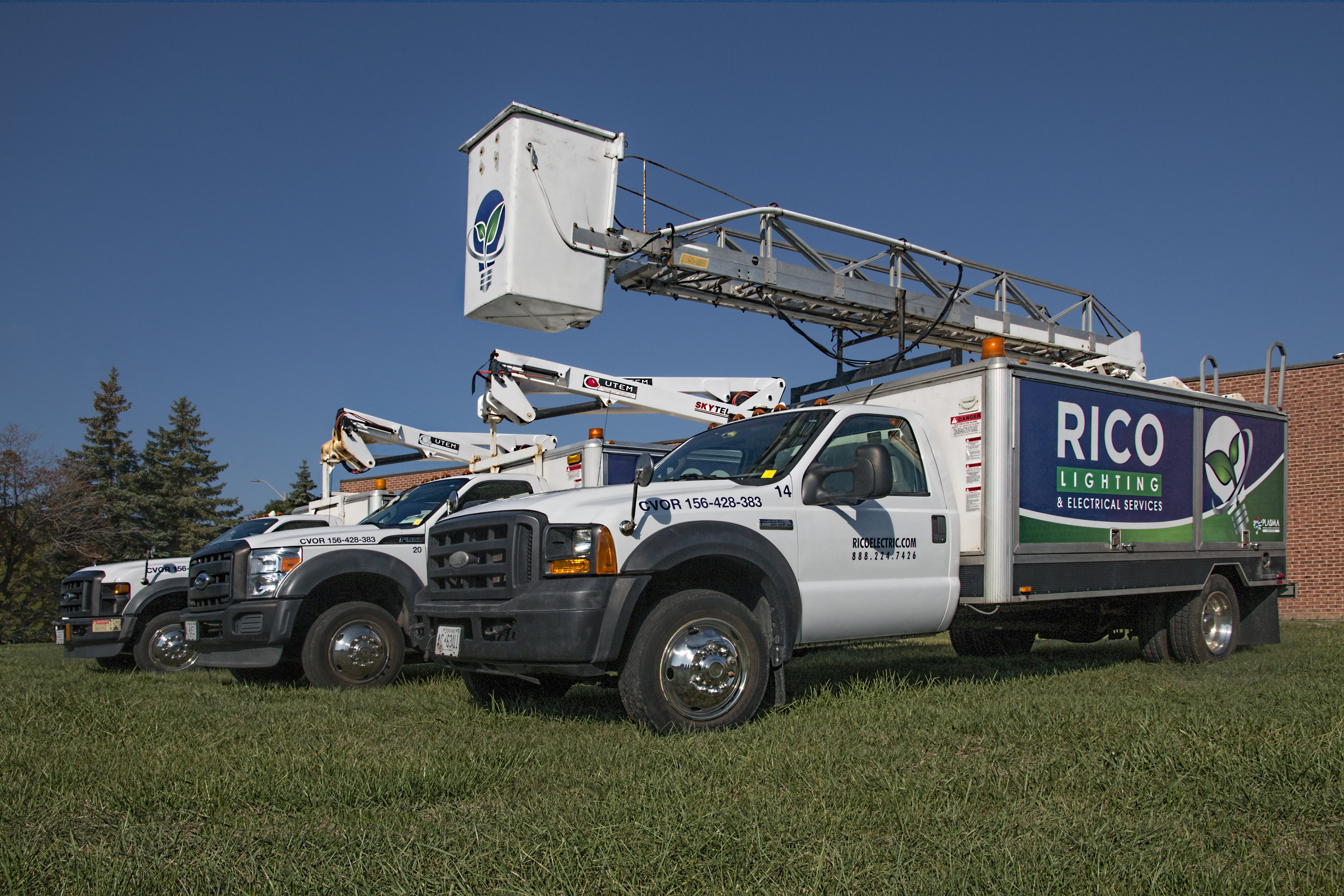 With our fleet of aerial bucket trucks, there's no lighting or signage we can't reach. -