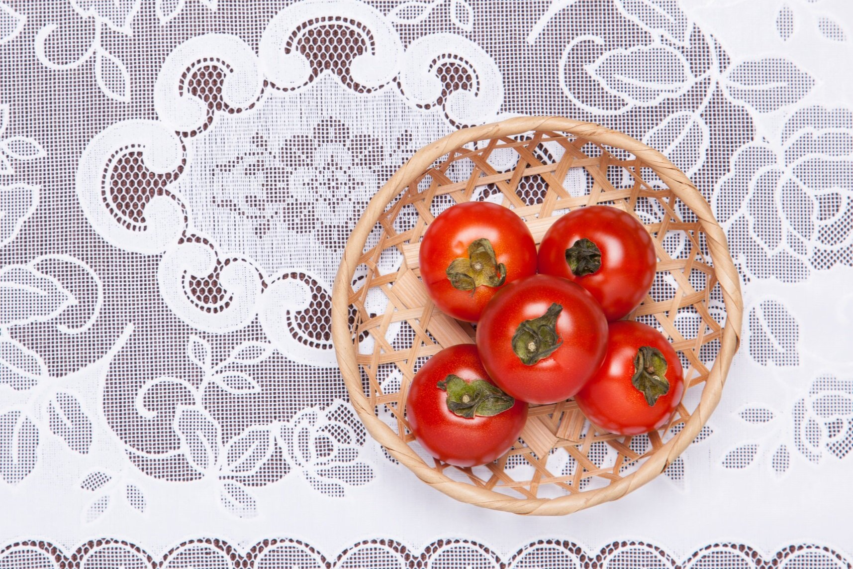 basket+of+tomatoes+on+lace+AdobeStock_65789508+%281%29.jpg