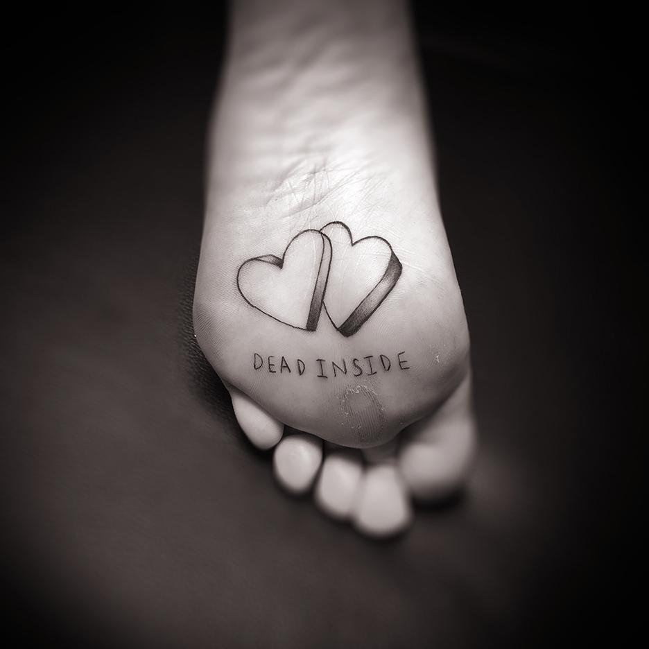 deadinside_footheart_small.jpg