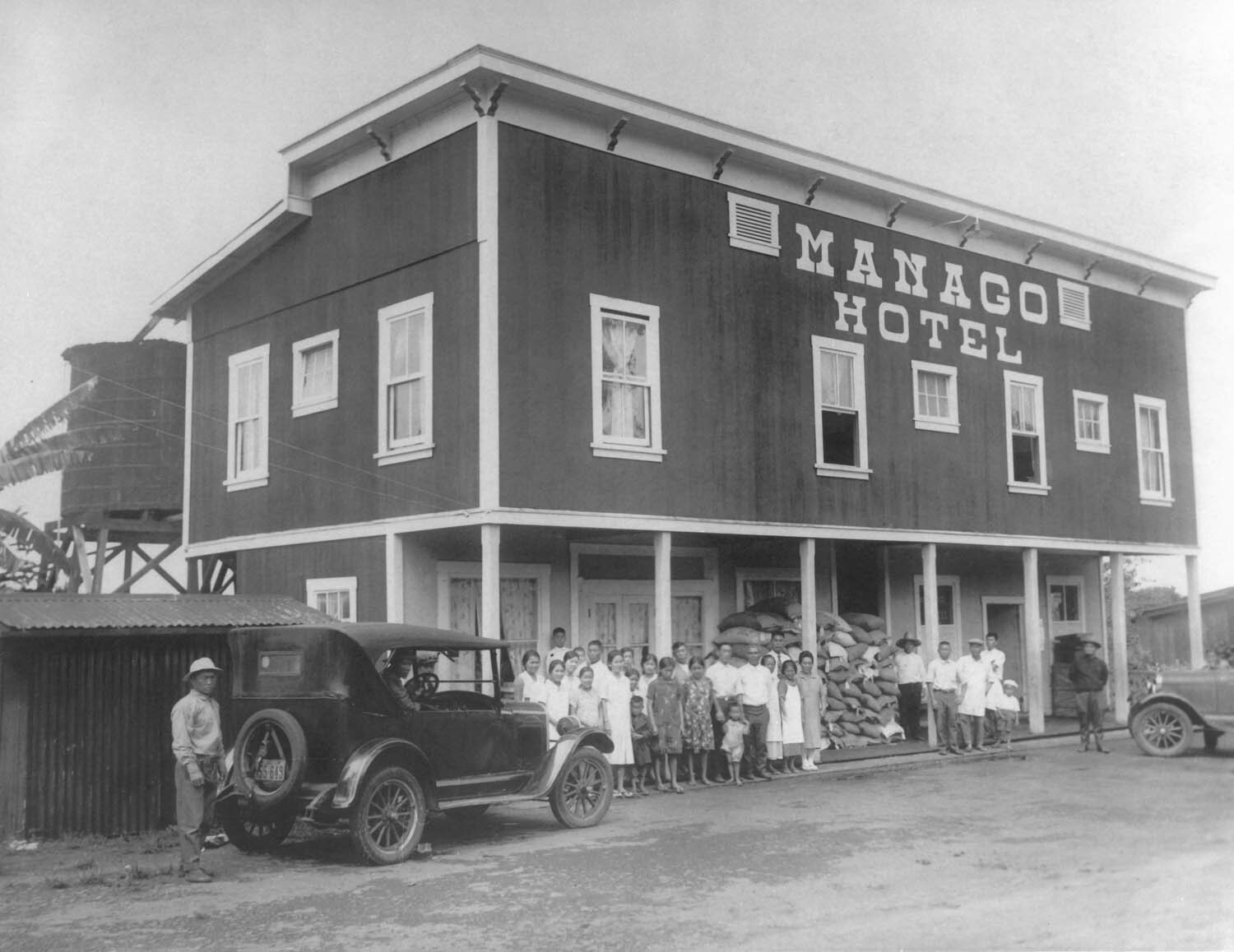 Friends-workers-fronting-hotel-circa-early-1920s.jpg