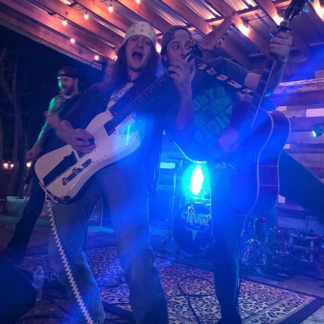 Getting crazy at old main house. It was a great show last night. Cibolo knows how to part. #thatswhatithinktoo #texascountrymusic #southernrock #reddirtcountry