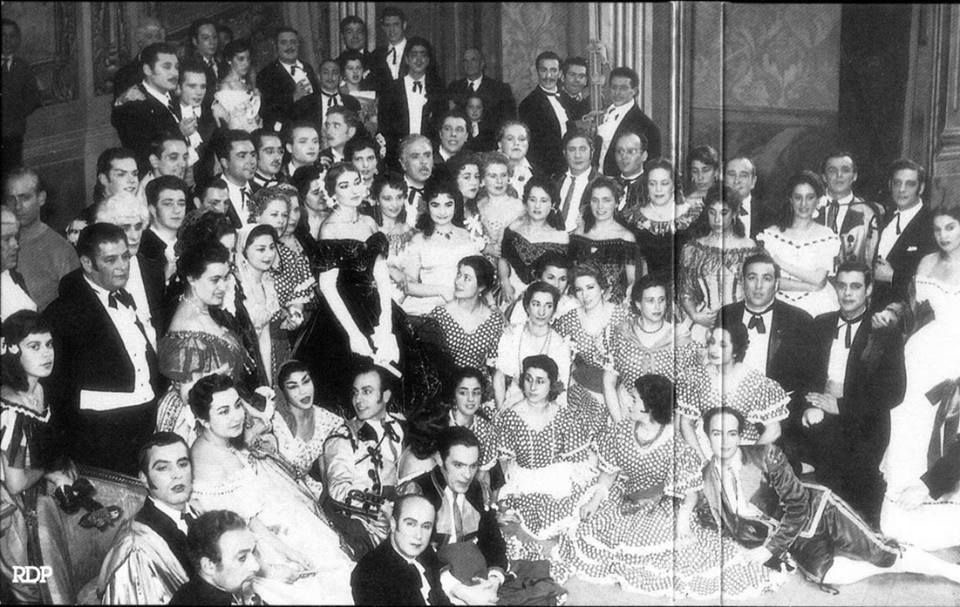 Photo of the cast and crew of the 1958 production of La Traviata at Teatro Real
