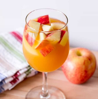 Caramel Apple Sangria -