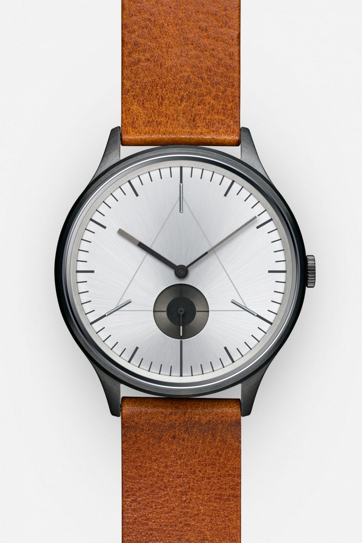 cronometrics-architect-gunmetal-chrome-leather-front-edit-1000x1500.jpg