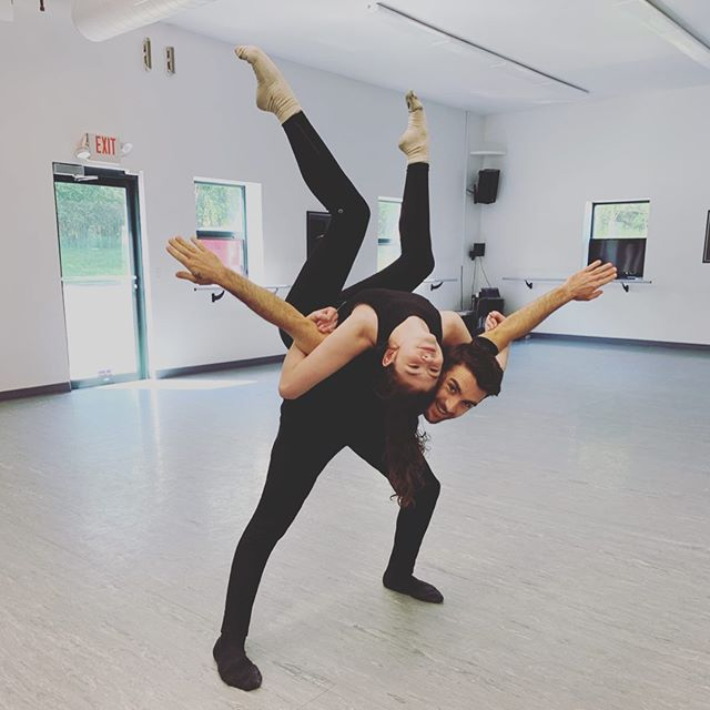 New choreography calls for fun poses to celebrate!🎉 🤩🤩🤩 @studio1danceco  #stagedoorworkshops #instudioworkshops #dance #choreography