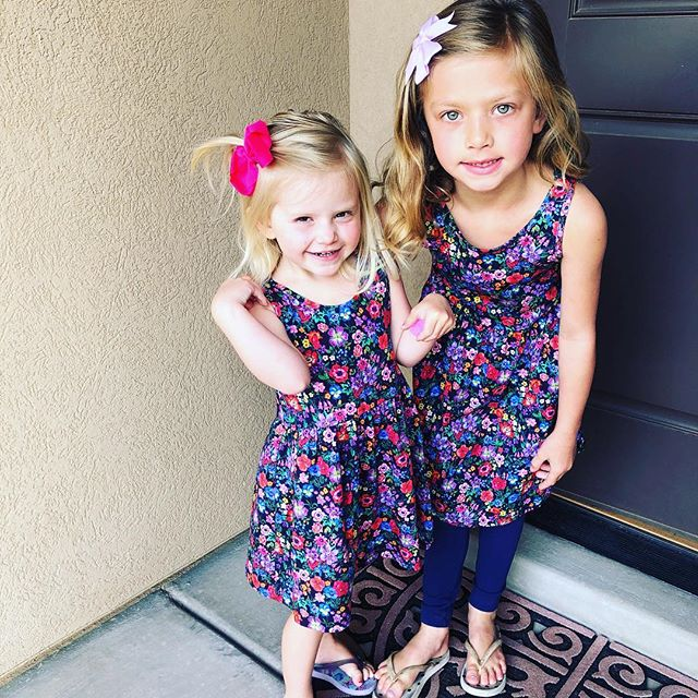 💗💗Is there anything better than matching play dresses? Yes- the fact that they are $5! They come in so many cute prints. They just arrived in all the new prints: the good ones always sell out! We love floral and unicorns. Mae likes the kitty🤪 yesterday they wore the unicorns. They were sooo cute. Forgot to save a picture🦄😫 screenshotted a video🤪 size 1-10 in girls🌸Link in profile.