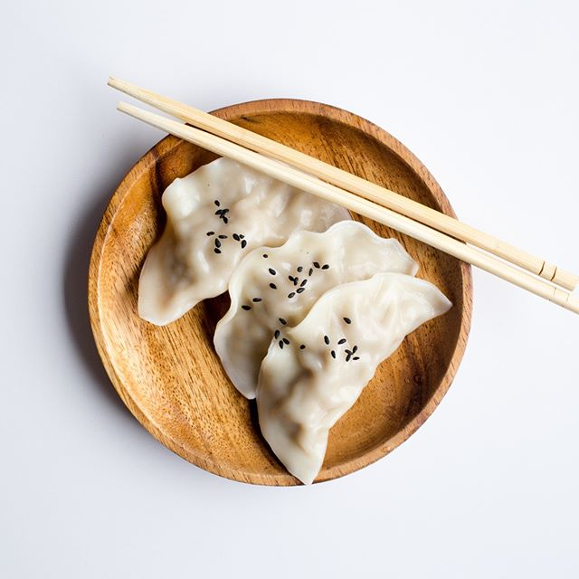 Our favorite snack! @artehosconcepts - - - - - - - - - - - - - - - - - #yum#igfood#foodgram#hungry#foodspotting#forkyeah#thekitchn#nomnom#foodshare#beautifulcuisines#vscofood#f52grams#foodforfoodies#foodpics#eeeeeats#onthetable#foodlover#foodblog#foodies#buzzfeast#foodstyling#dumplings#chinesefood#hongkong