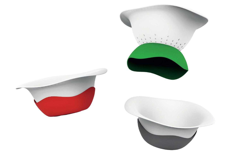 COLANDISH - Large bol de service ou saladier, le COLANDISH offre une très bonne prise en main et se transforme en un geste en passoire.• 2 versions disponibles : Tritan et inox.