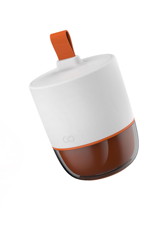 LA LUNCH BOX revisitée - D'une capacité de 0.95L, cette lunch box vous permet de conserver au chaud votre déjeuner dans le premier compartiment pendant 4 heures (Foam Insulated). Le second compartiment vous permet de transporter 2 aliments différents sans les mélanger ou les abîmer (salade et fruit). Sa anse en tissu vous assure une prise en main facile. Rangement compact dans votre sac.•Une capacité totale de 0.95L• Conserve au chaud pendant 4h• Deux compartiments