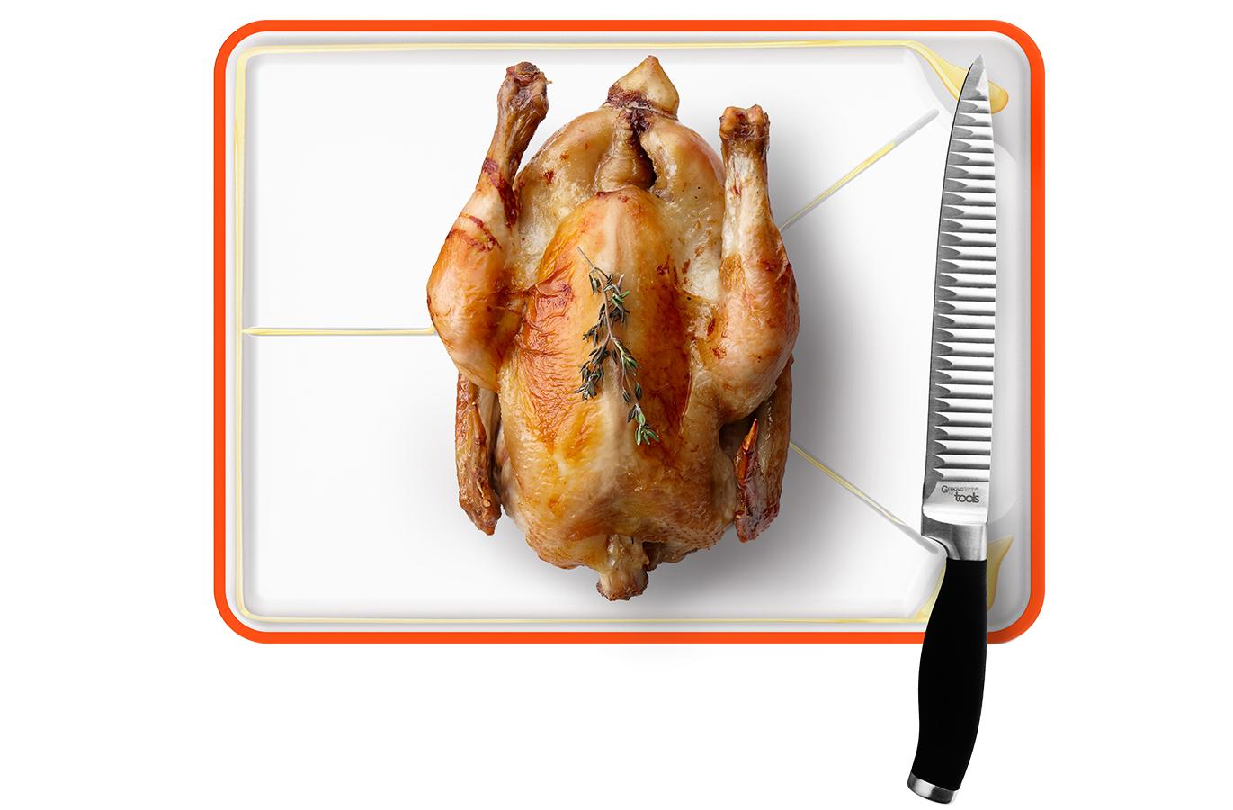 ET VOICI une PLANCHE À VIANDE ! - Que vous souhaitiez débiter ou trancher vos viandes après cuisson, tout est possible. De l'autre côté de la planche, vous bénificiez d'une large surface de découpe et d'un centre antidérapant qui vous permettra de bloquer vos viandes. Cette face est munie d'une rigole pour récupérer le jus de vos viandes. • Centre antidérapant et bord magnétique pour sécuriser le couteau.