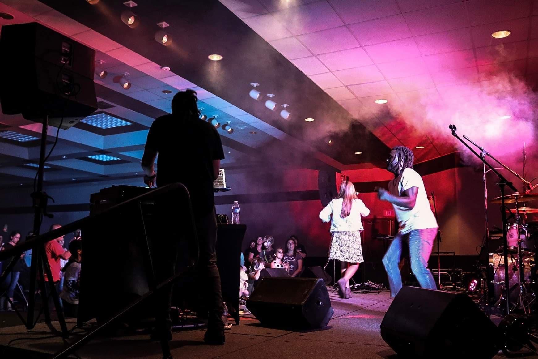 3_People_Stage.jpg