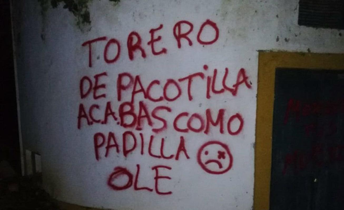 Pintadas insultando a Morante.