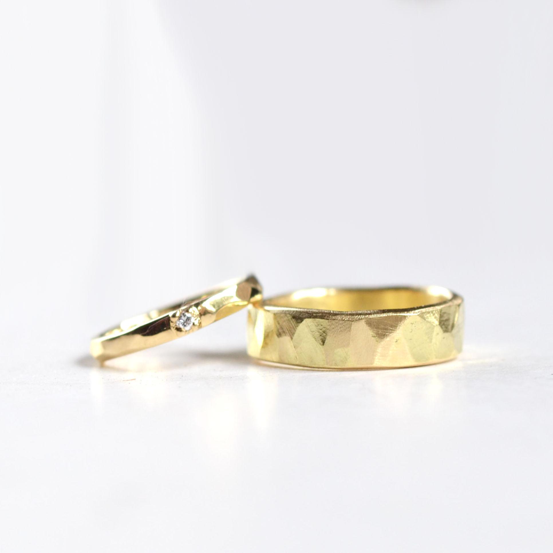 gehamerde trouwringen geel goud met diamant 1.psd.jpg