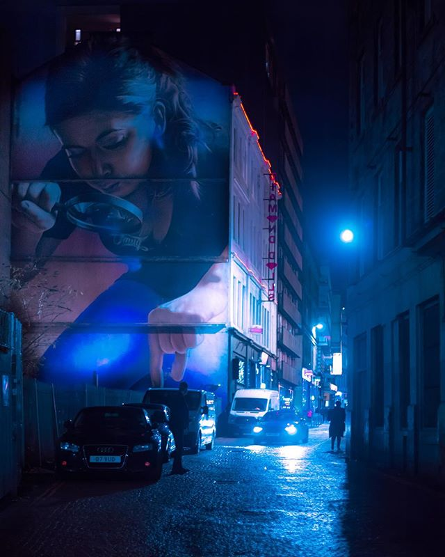 You'll find these beautiful murals by artist, @smugone all around Glasgow. This one is my personal favourite hidden in an alleyway, it always catches my attention and creates a sense of wonder and mystery 🔍  Feel free to share your favourite artwork in your city ☺️ . . . #night_shooterz #ig_neoncities #streetleaks #globalnightsquad #artofvisuals #theimaged #ourmoodydays #visualambassadors #fatalframes #illgrammers #heatercentral #createcommune #creatorclass #gramslayers #citykillerz #unlimitedcities #serialshooters #peoplemakeglasgow #uk_shooters #eclectic_shotz #nightowls #citygrammers #shotzdelight #globalnightsquad #cyberpunk #moodygrams #streetclassics #cyberpunkart #art_spotlight #moodygrams