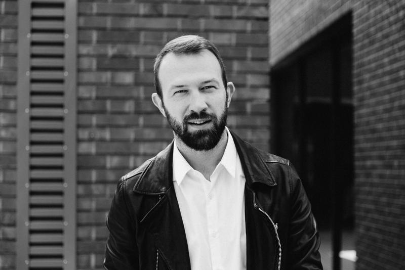 НИКОЛАЙ БОЖИЛОВ - Моден дизайнер и креативен директор, NIKOLAY BOZHILOV