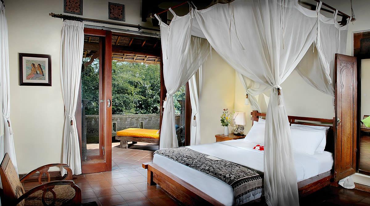 05-villa-awang-awang-main-bedroom.jpg
