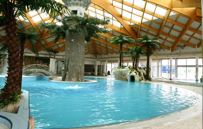 Hotel Hills pool 1.jpg