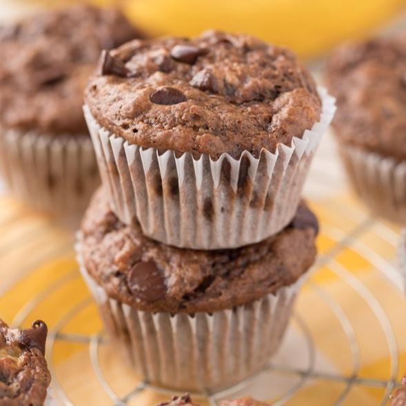 Chunky Monkey Muffins - CHocolatey goodness everyone will enjoysuperhealthykids.com
