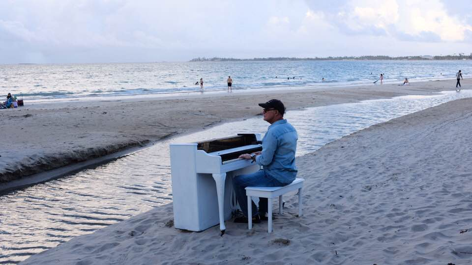 Carpi_munoz_piano_sand.jpg
