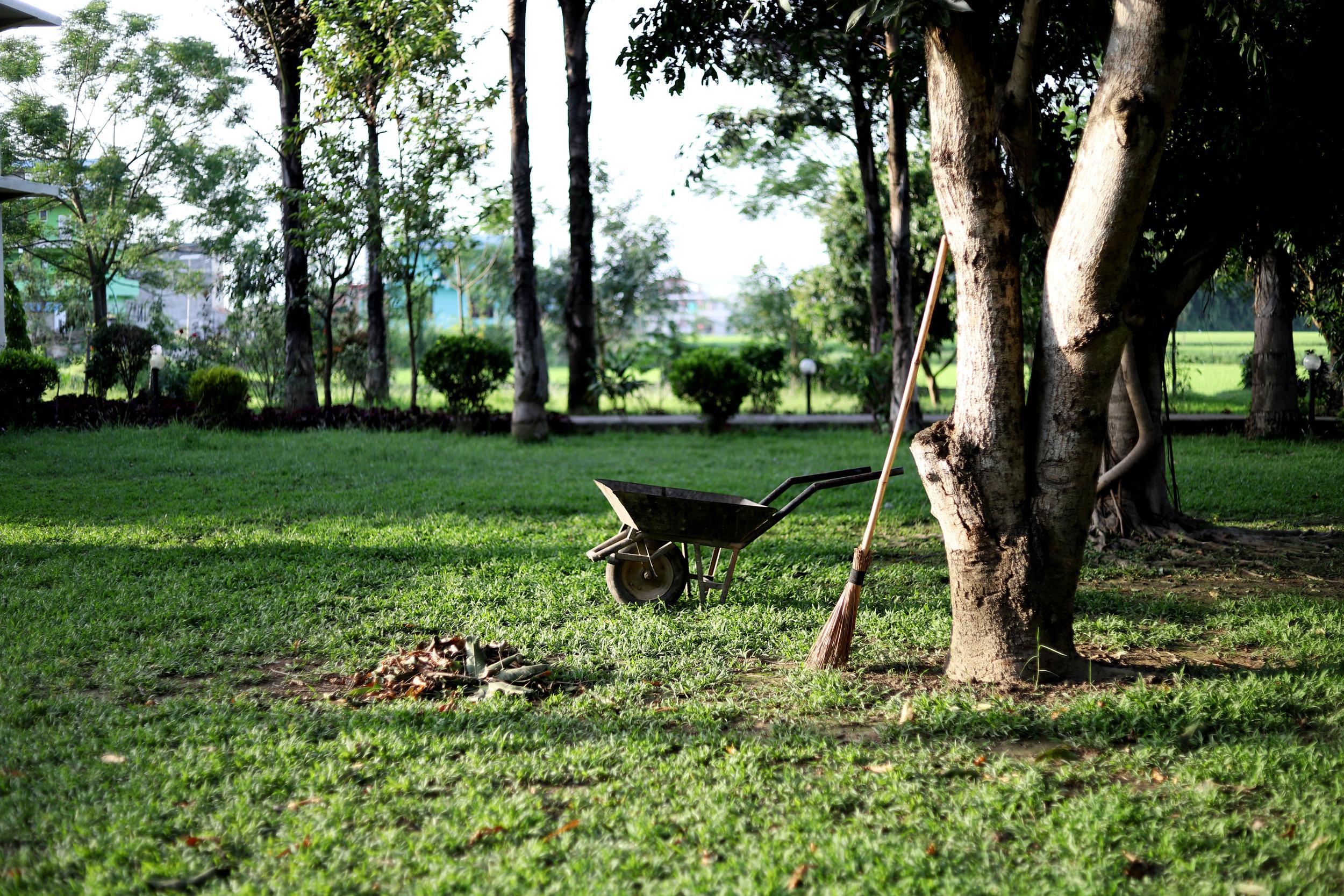GÄRTNER/INPerfekter Job für Senioren! - Ab Ende April /Anfang Mai suchen wir eine Hilfe mit grünem Daumenund Lust auf die Ernte für unseren wunderschönen Garten. Wir bieten kein Bargeld, sondern eine andere spannende Entlöhnung…Gerne erwarten wir Ihren Anruf 031/869 01 13oder e–mail unter info@moospinte.chWir freuen uns auf Sie!