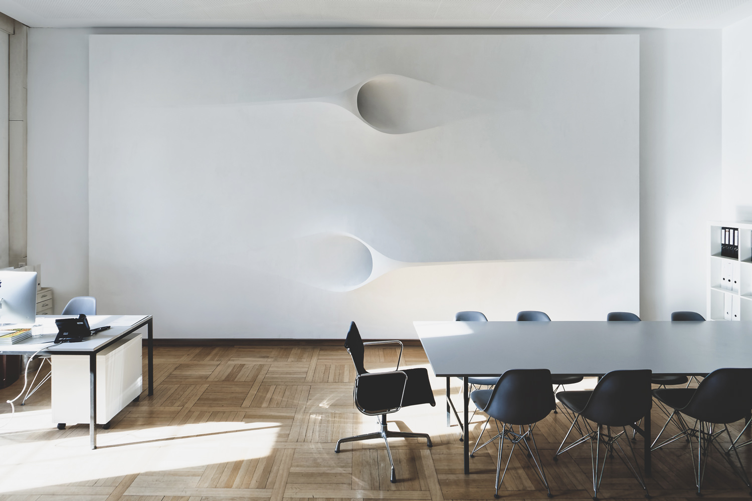 projector-ceiling-moh-architects-joerg-hugo-conferencetable3.jpg