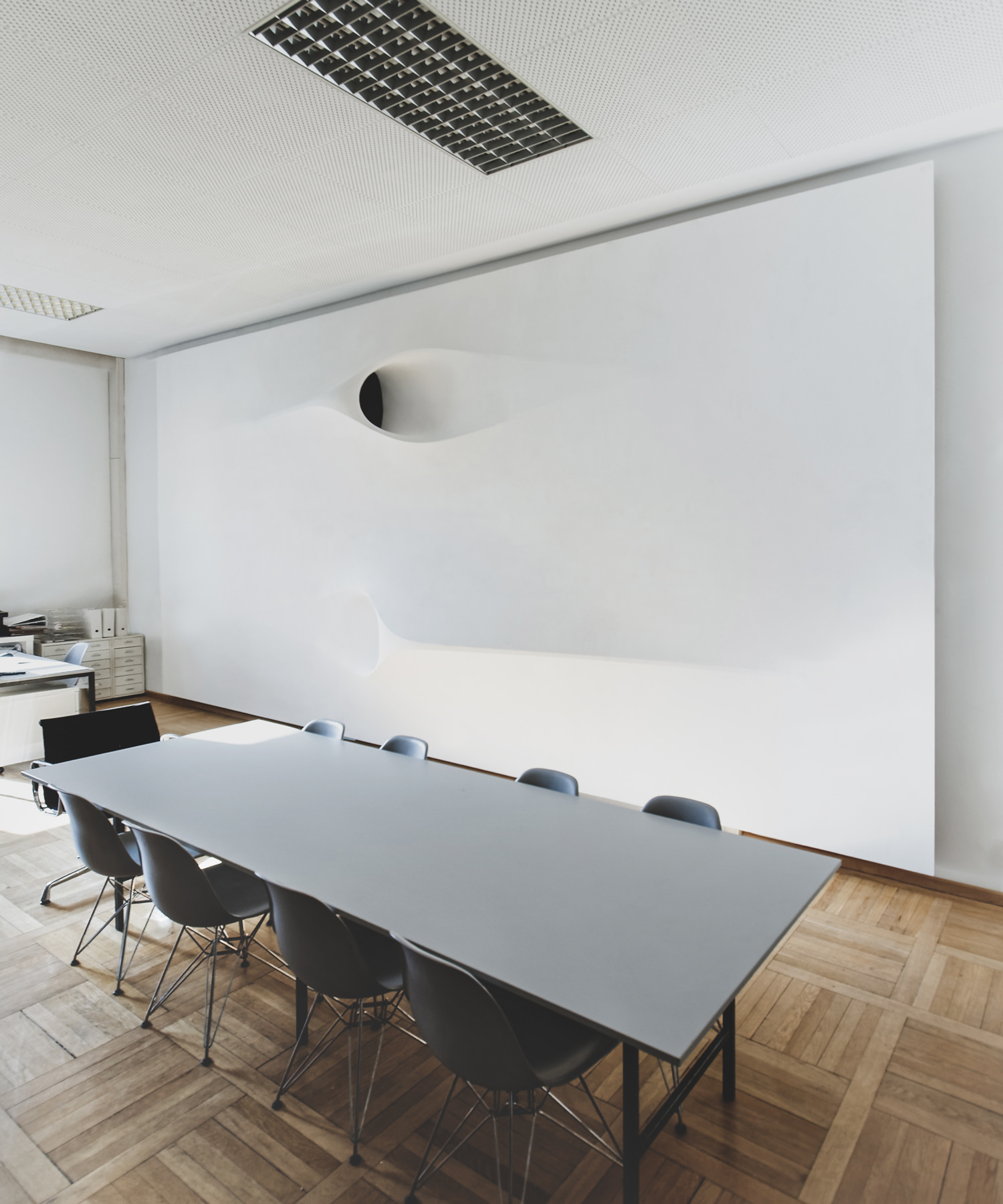 projector-ceiling-moh-architects-joerg-hugo-conferencetable2.jpg