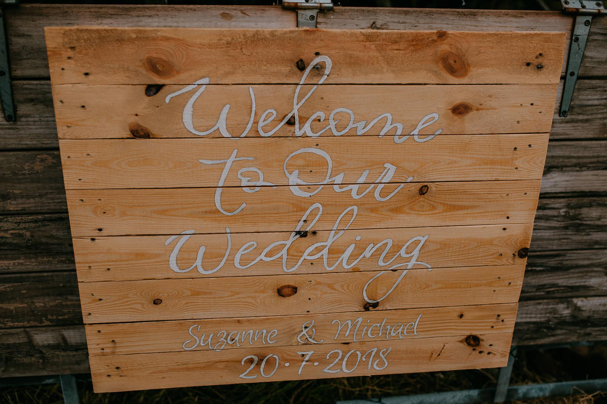 diy palette sign wedding outdoor