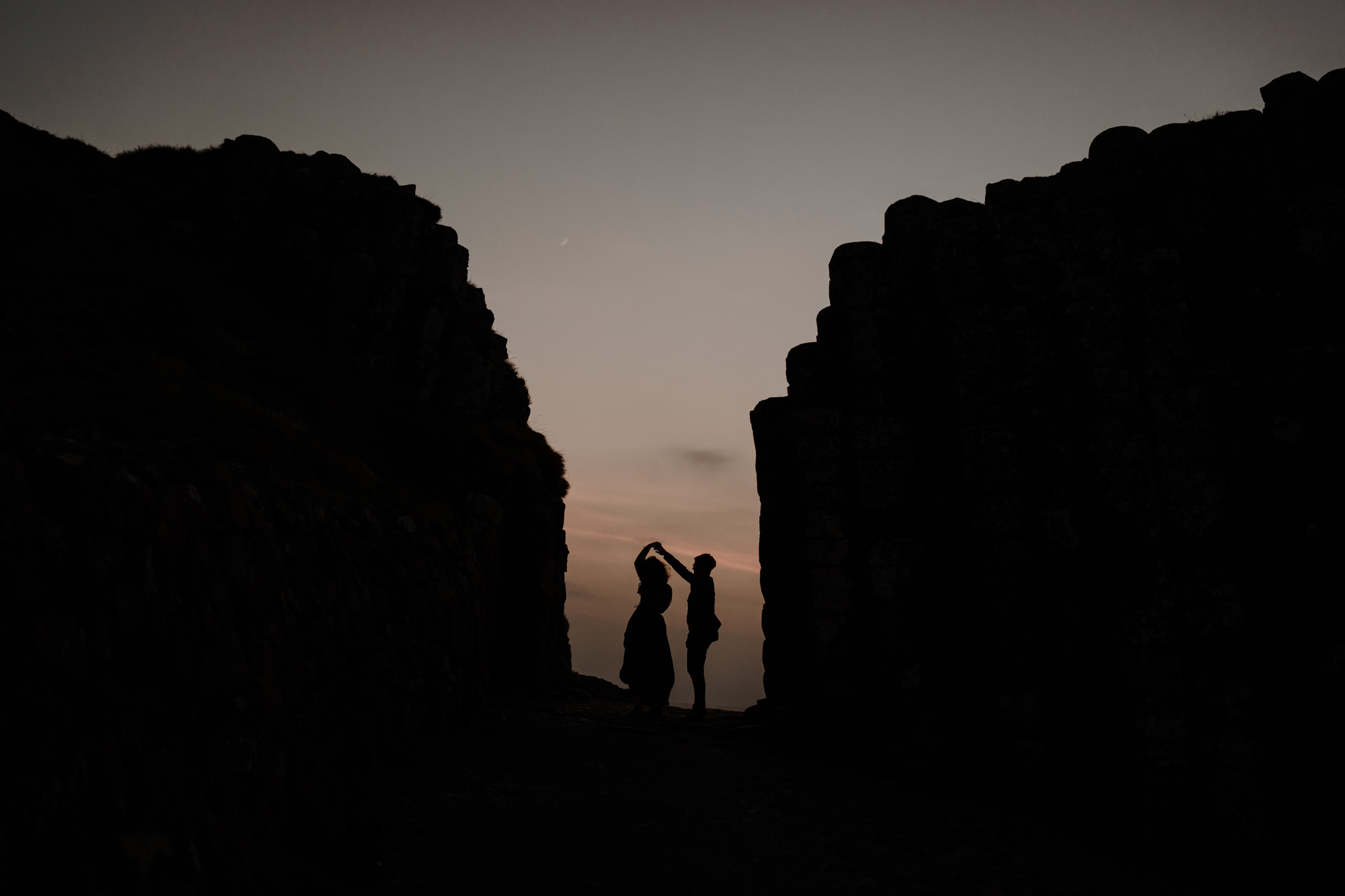 silhouette-giants-causeway-couples-adventure-session-photographer