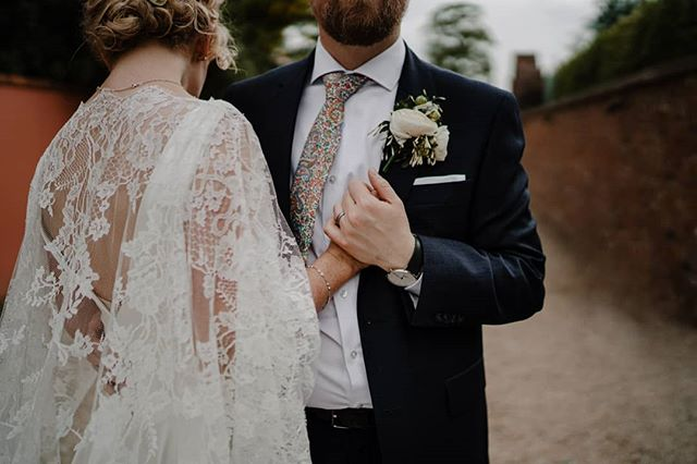 On this cold Autumn evening we are bringing you some summery fun at @tullyveeryhouse . Maeve & Chris' super chilled, elegant and serious craic wedding is on the blog! . From that custom cape by @alisonjaynecouture to the custom pop figures, Hair that every curly haired girl needs by @vintagerockshairparlour , a cake of dreams by @lilypinkbakery and of course lots and lots of banter this one is sure to hit your Pinterest wedding boards! . Pop on over and check it out via the link in our bio 😍 . Dream team  @vintagerockshairparlour @tullyveeryhouse @frenchvillage @allseasonsbelfast @lilypinkbakery @bespoke_music_solutions . . #tullyveeryhouse #codownwedding #niweddings #northernirelandweddingphotographer #irishweddingphotographer #dreamweddingdress #weddingblog #weddinginspo #customweddingdress #summerwedding #outdoorwedding #elopetoireland #irelanddestinationwedding #discoverireland #chillwedding #funweddingphotography #niweddingphotographer