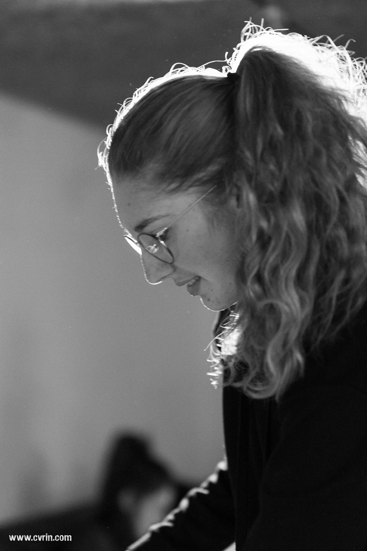 Lauriane prépare ses textes au Théâtre du Crochetan.